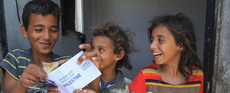 Children receiving Zakat donation